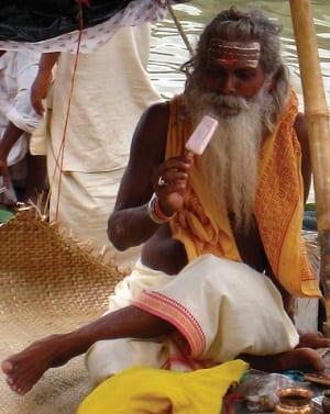 Alimentazione illuminata guru mangia gelato